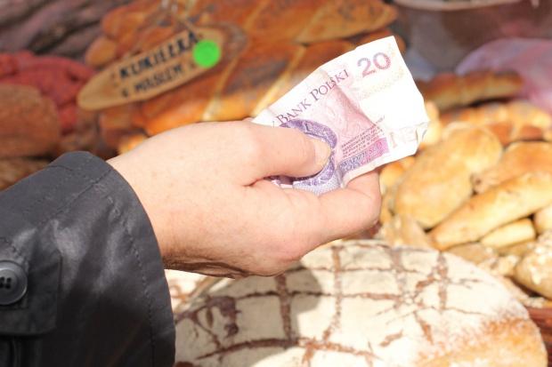 Blisko 43 proc. wydatków  w handlu detalicznym Polacy przeznaczyli na żywność