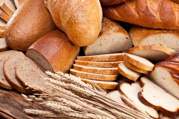 Duże piekarnie w 99 proc. produkują chleb z gotowych mieszanek