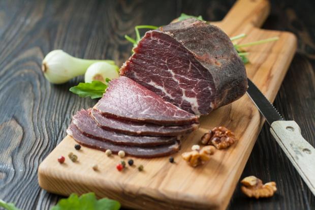 Szynka wołowa i gofry na liście produktów tradycyjnych