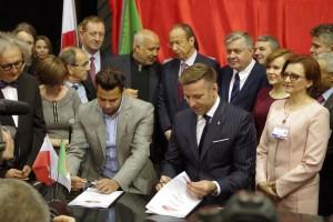 Czego dotyczy umowa Ursusa z algierskim kontrahentem?