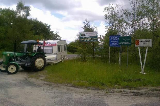 Zabytkowym traktorem przez Polskę