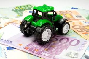 Akt oskarżenia ws. asesora, który zajął ciągnik rolnika spod Mławy