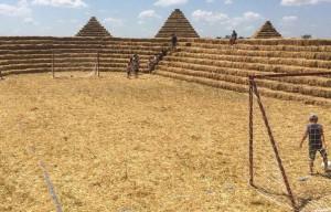 Stadion ze słomy – rolnik zakpił z klubu piłkarskiego