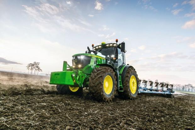 John Deere 6250R – premiera na Agro Show 2017
