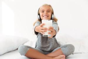 Kampania promocyjna: Mlekosławni zachęcają do kupowania polskich produktów