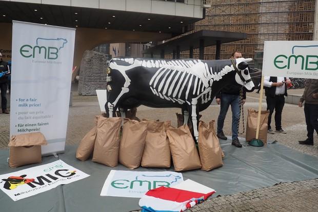 EMB: Wysokie ceny masła nie rozwiązują problemów mleczarzy
