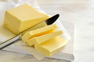 Krajowy Związek Spółdzielni Mleczarskich: Ceny masła spadają, ale nie w sklepach