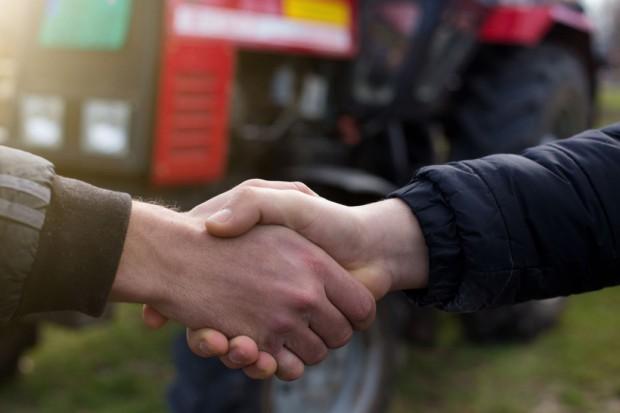 Podlaskie: KRUS doradza rolnikom, jak poprawić bezpieczeństwo pracy w gospodarstwach