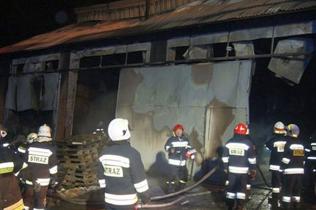 Duży pożar gospodarstwa pod Skalbmierzem. Płonął dom i magazyn