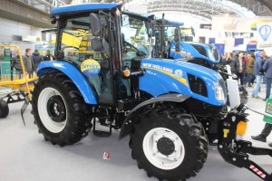 Ciągnik New Holland T4.75S - nowy, 3-cylindrowy kompakt