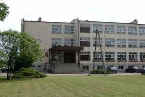 Sawicki: nie zwiększymy sieci resortowych szkół rolniczych
