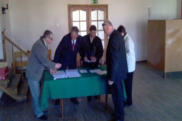 Niska frekwencja wyborcza do izb