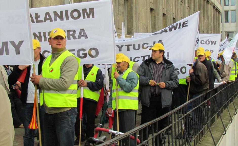 5 października 2011 przed Ministerstwem Rolnictwa protest podjęli dzierżawcy ziemi rolnej.  Demonstrowali przeciw nowelizacji ustawy o gospodarowaniu nieruchomościami rolnymi.
