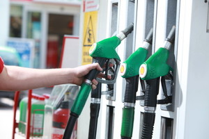 Olej napędowy w cenie europejskiej, opłata paliwowa po polsku