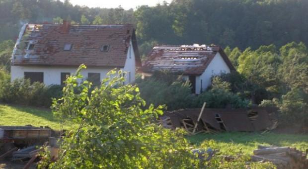Największe szkody po nawałnicy we wsi Stara Rzeka