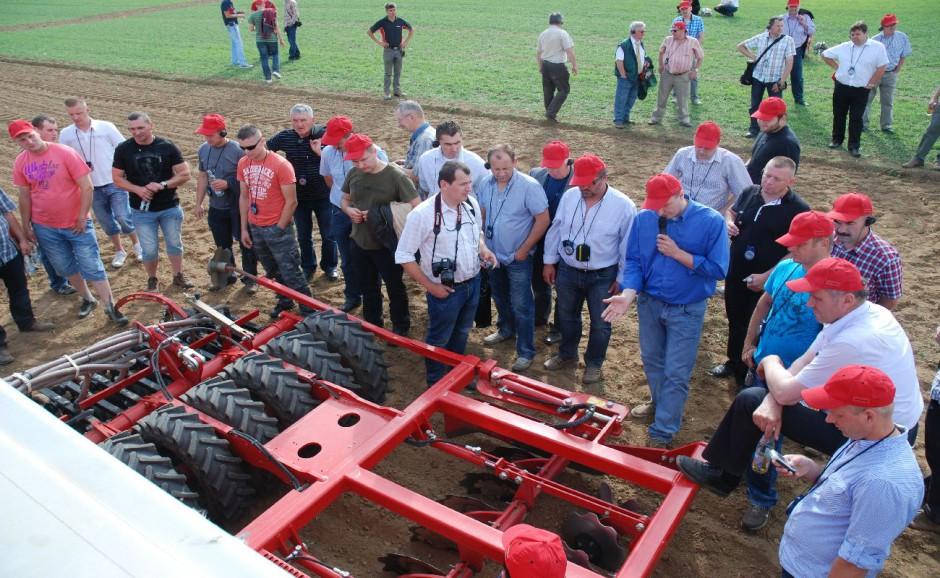 Grupa dealerów i rolników z północnej części Polski, która brała udział w spotkaniu w Sitzenhof w dniach 27-28 czerwca br., fot. kh