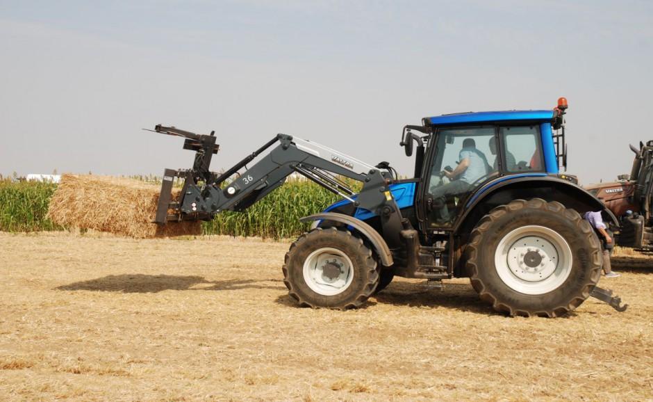 """Valtra N103 ma moc 111 KM. Obok niej dostępny będzie także model N93 (99 KM), również 3-cylindrowey. Pozostałe """"N-ki"""" są wyposażone w jednostki 4-cylindrowe o mocy do 170 KM."""