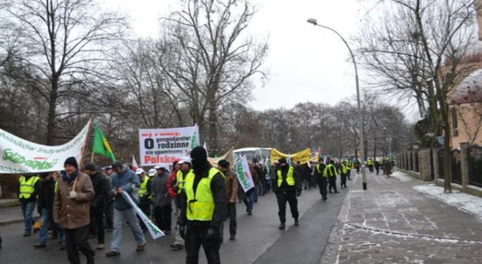 Rolnicy kontynuują protest