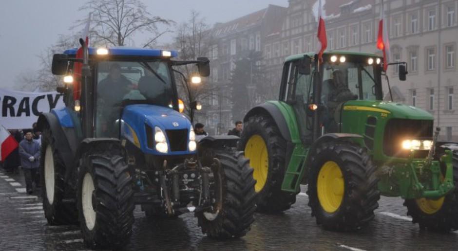 Rolnicy zawiesili protest, ciągniki nadal przed ANR
