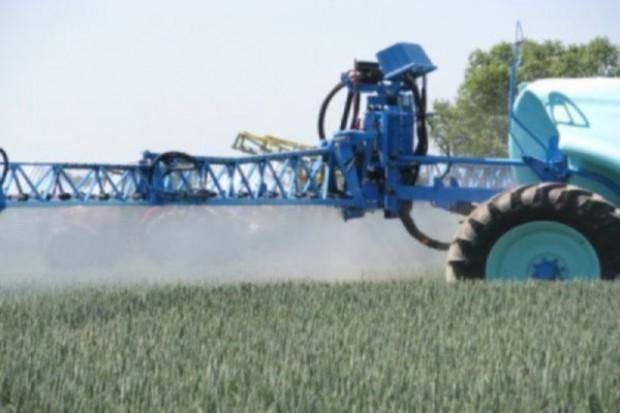 Rolnicy zaniepokojeni unieważnieniem insektycydów