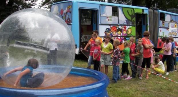 """""""Happy Bus"""" odwiedzi dzieci na wsi"""