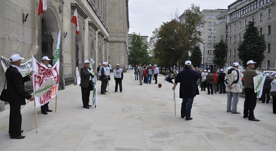 Rolnicy protestują pod Ministerstwem Rolnictwa