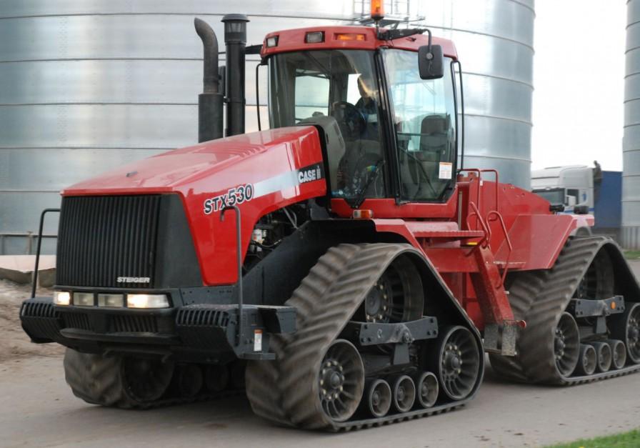 Do współprac z pługiem wykorzystywany jest 530-konny Case IH STX 530 z 6-cylindrowym silnikiem Cumminsa o poj. 14,9 litra, fot. kh