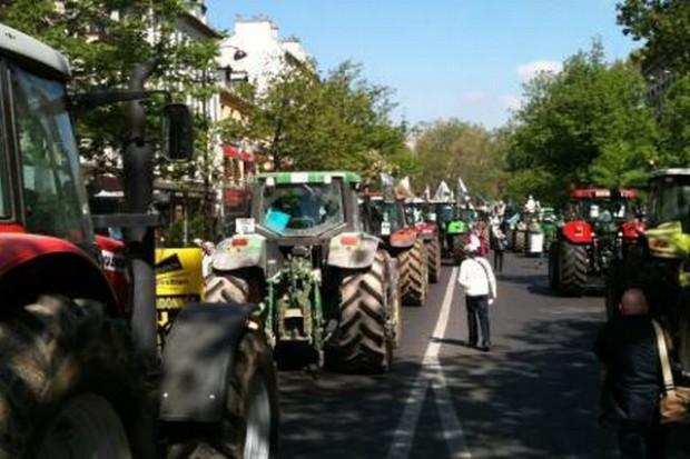 Rolnicy blokują autostrady dojazdowe do Paryża