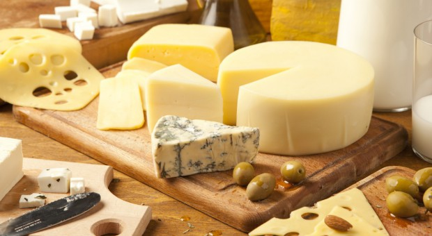 Produkcja rzekomo włoskiego wina i sera pod lupą karabinierów