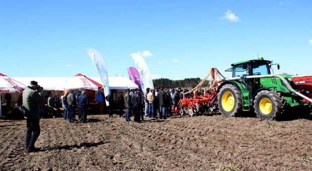 Pokaz siewu kukurydzy w technologii uprawy pasowej strip - till