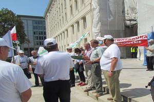 Sadownicy protestują pod ministerstwem