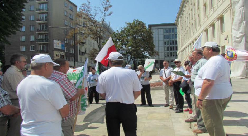 Protest producentów owoców miękkich pod ministerstwem rolnictwa