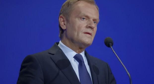 Tusk: Rosja udaje, że embargo na polskie owoce to nie sankcje