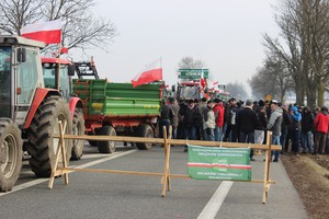 Rolnicy z OPZZ protestują na trasie A2 w Zdanach