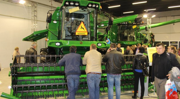 John Deere rozpoczyna szereg pokazów maszyn u dealerów i rolników