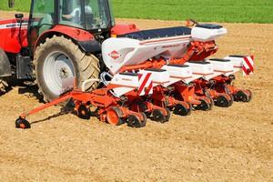 Siewniki do kukurydzy - wybór jest duży