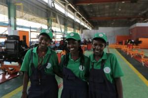 Etiopskie pracowniczki z grupy kilkudziesięciu osób zatrudnionych w fabryce, fot. Ursus