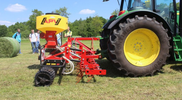 Siew czysty lub podsiew traw z nowym siewnikiem APV