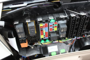 Moduły elektroniczne ograniczają liczbę wiązek elektrycznych. Widać to choćby po małej liczbie bezpieczników