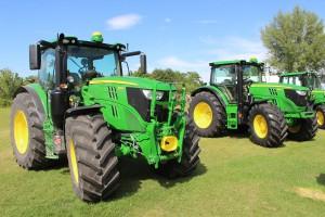 Nowe ciągniki John Deere 6M i 6R – nie tylko nowe silniki