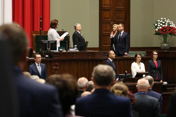 Prezydent Duda: Polska powiatowa nie może być zwijana