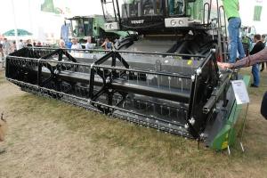 Heder z hydraulicznym napędem nagarniacza o szerokości 4,8 m