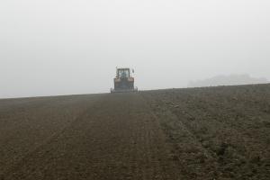 Barometr Wyborczy: Większość chce, żeby rolnicy płacili PIT