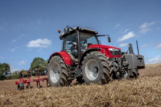 Massey Ferguson 5713 SL - premiera na Agritechnice