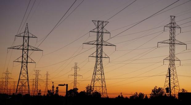Analiza: Polska za mało inwestuje w energetykę i telekomunikację