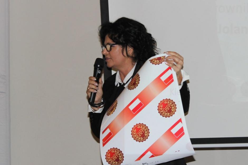 Halina Osińska prezentuje oznaczenie produktów Pini Polonia wytwarzanych zgodnie z certyfikatem QAFP.