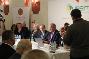 Podczas spotkania, rolnicy mieli okazję zadawać pytania ministrowi Jackowi Boguckiemu oraz ekspertom UPEMI.