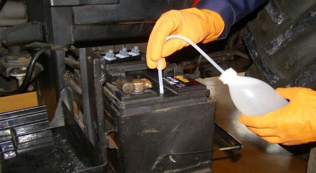 Jak prawidłowo naładować akumulator