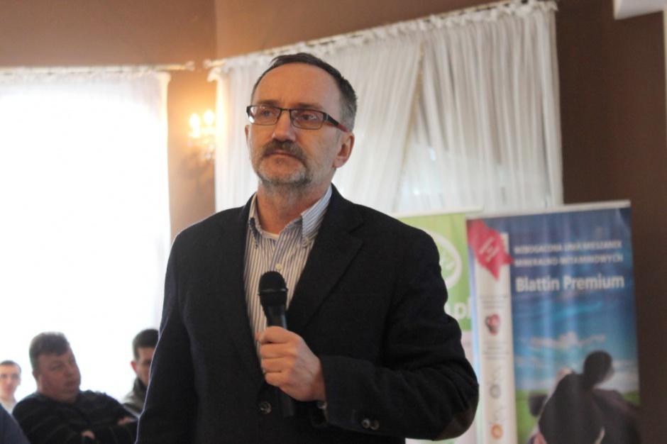 prof. dr hab. Zygmunt Maciej Kowalski przedstawiał technikę prawidłowego sporządzania paszy TMR, fot.Ł.Chmielewski
