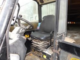 Spora kabina daje dobry komfort pracy dla operatora